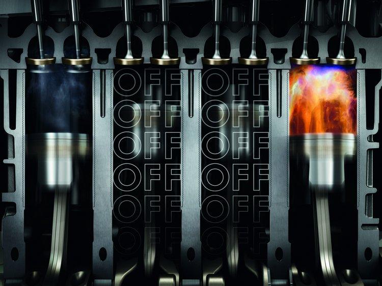 Passat 280 TSI搭載的引擎內建ACT主動式汽缸休止管理系統,透過凸輪軸調整,第二、三汽缸會在低負荷情況下自動停用,也會中止這兩缸的噴油,可讓整體的節能效果更好。