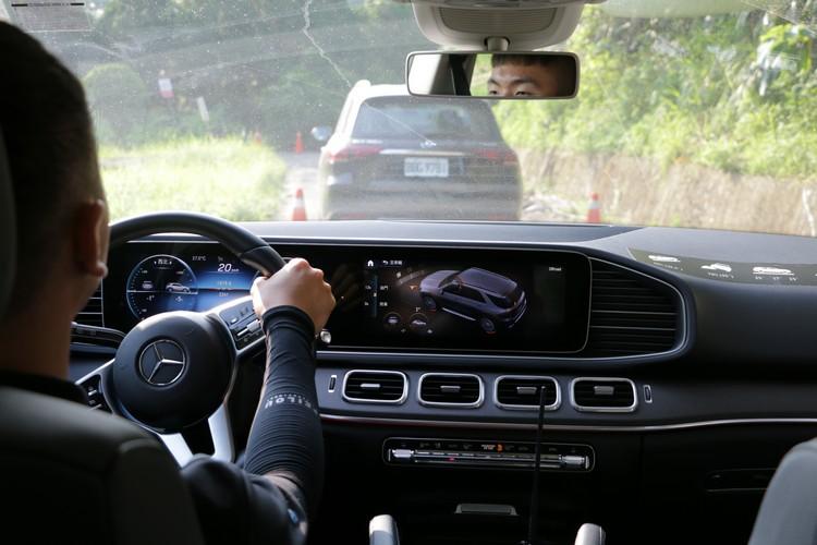 在一系列輔助駕駛功能協助下,駕駛SUV從事越野已經越來越輕鬆了。