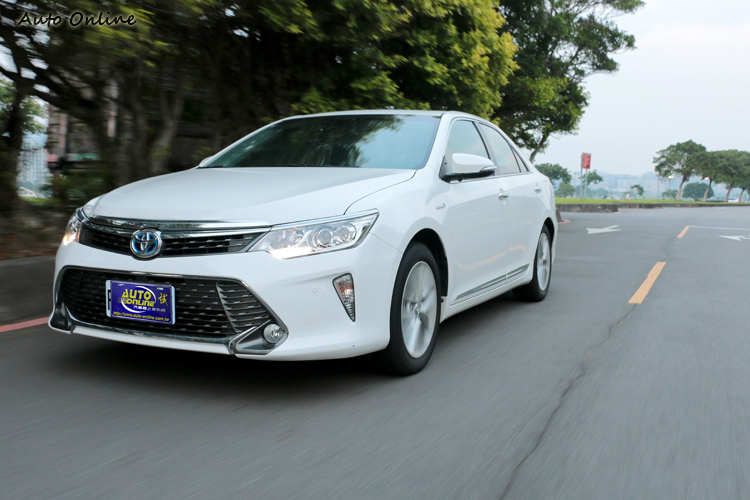 Toyota Camry Hybrid走節能、省油為出發點,樂趣只是附帶的小確信。