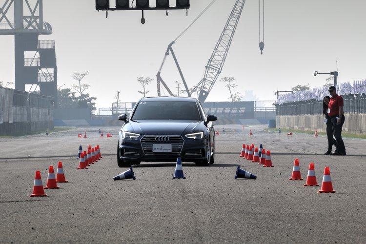 緊急煞車操控體驗看似簡單的課程,要完全符合教練要求並不容易。