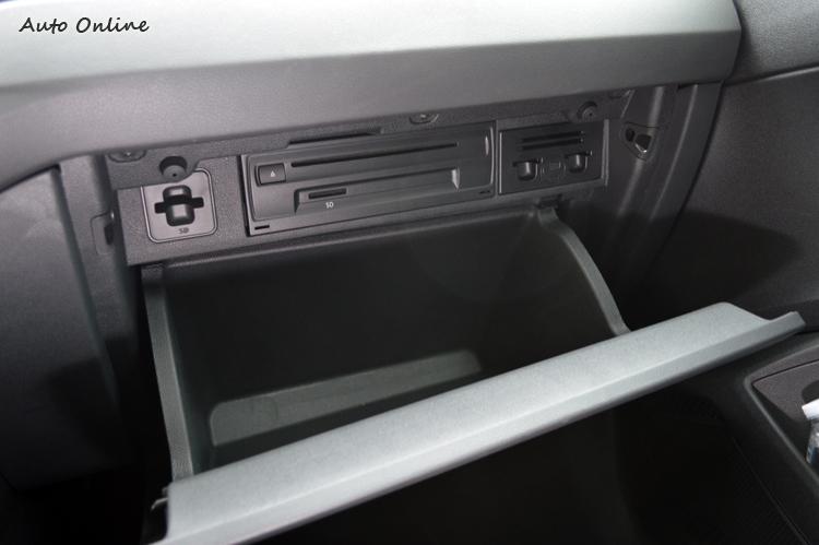 用料與包裝在部份細節上不夠細膩,譬如手套箱內沒有植絨減噪設計。