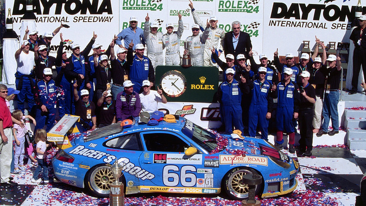 911 GT3及其衍生車款是賽車場上的常客,照片中為贏得2003年Daytona a 24小時耐久賽的911 GT3 RS。