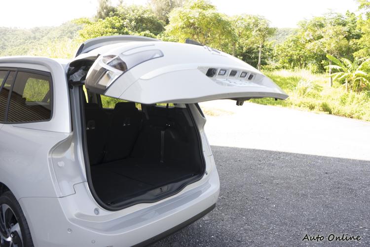 全車系配備電動尾門,Shine車型還具有腳踢感應功能。