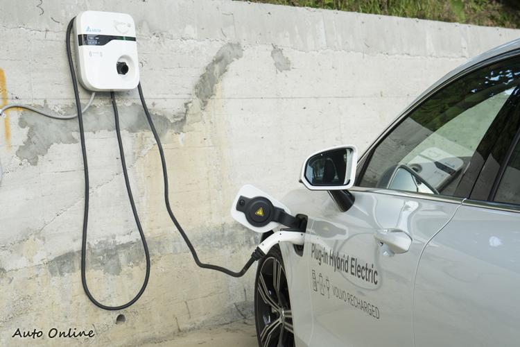 在可為車輛充電之下,車主可經常享受純電行駛,找不到充電站時就用油跑。