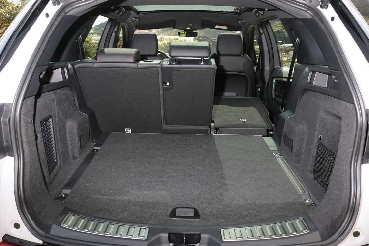 五人座車型在為傾倒後座的情況下,行李廂空間最大可達963L的置物容積。