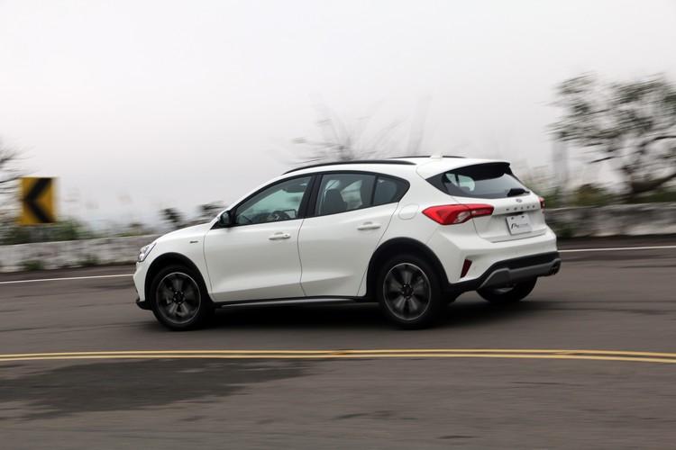 在動力系統相同,車重條件相似的前提下,加速表現與Focus相當接近。