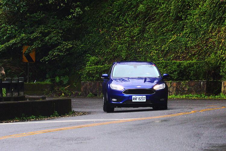 New FOCUS TDCi搭載2.0L渦輪增壓缸內直噴柴油引擎,性能表現就算與進口車型相比也毫不遜色。