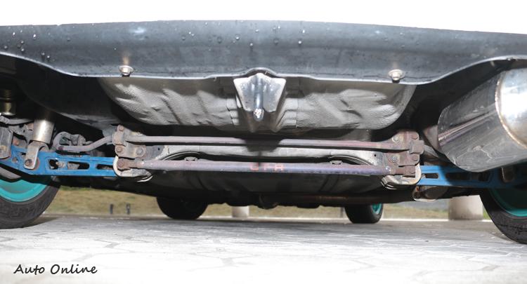 Civic後擔板金很脆弱,改太粗的防傾桿很容易把板金扯壞。