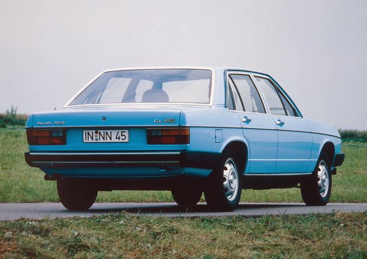 第二代Audi 100是AUDI史上第一款搭載五汽缸設計的柴油引擎,不過當時僅有自然進氣,最大馬力只有70hp。