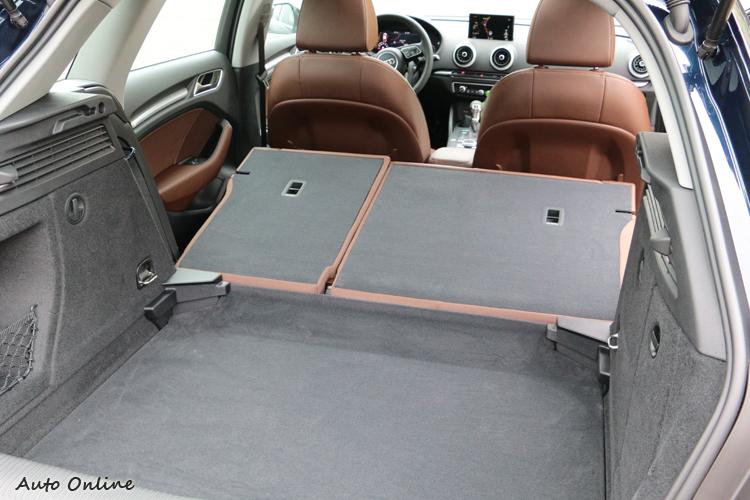 後座椅背翻折後不是完全平整,所幸1220公升的容量也不算小。