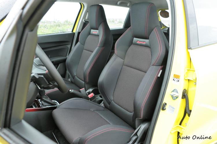 雙前座搭配跑車化座椅,包覆性、支撐性都有一等一的水準。