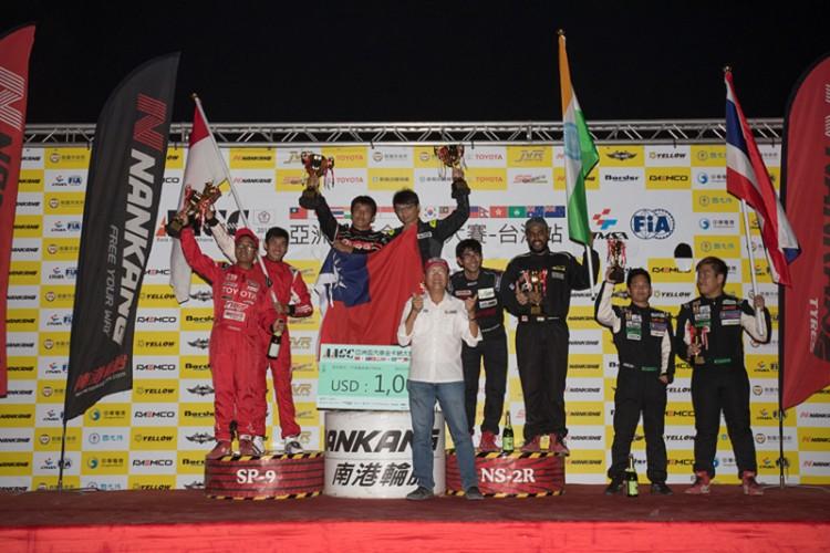 《雙打錦標由台灣C隊的林君達與王昱勝拿下冠軍獎盃》