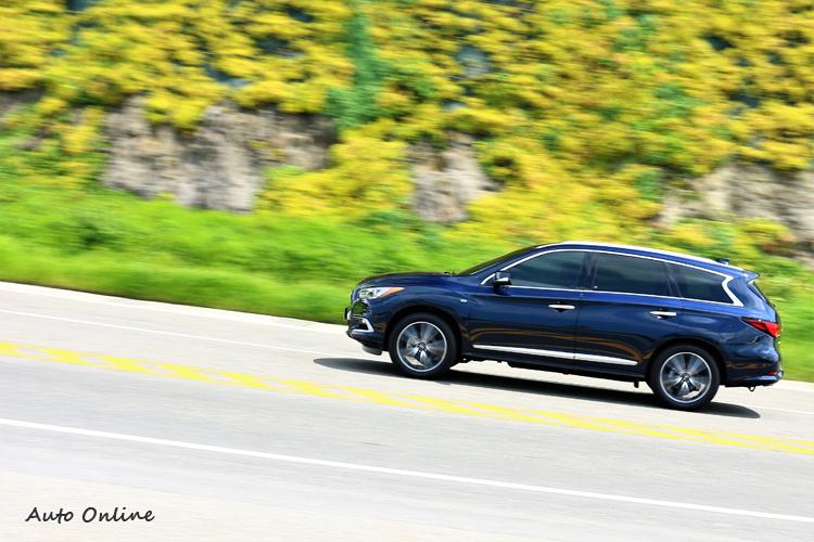 動力大幅提升後,油耗表現也跟著同步精進,節能油耗表現提升約5-6%,以QX60旗艦款的AWD系統,平均油耗達9.7Km/L。