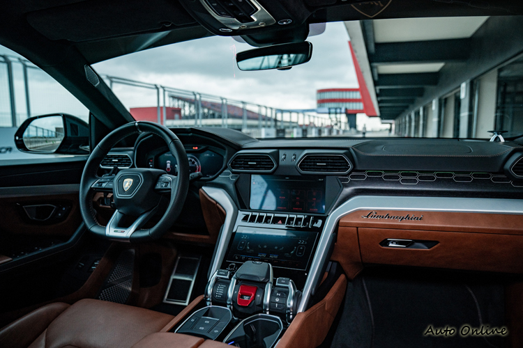 Urus車室所具備的豪華SUV舒適機能,完全不負Lamborghini的品牌聲望。
