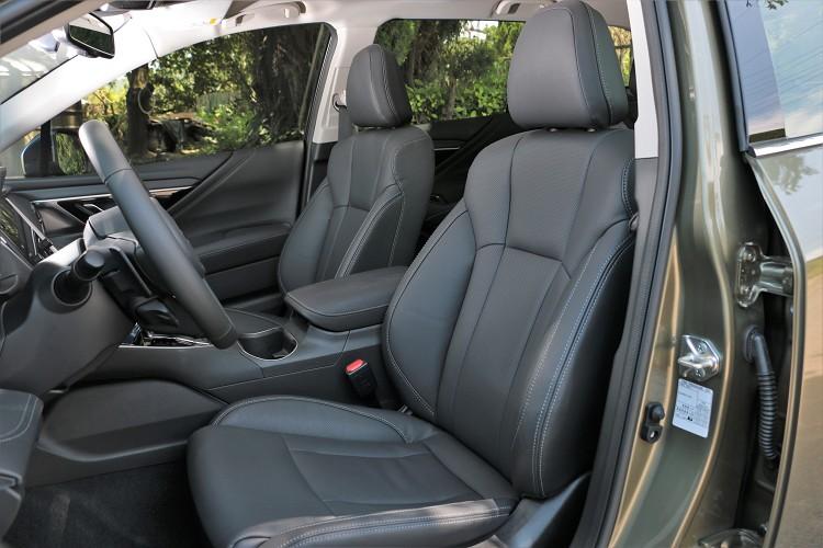 座椅使用Nappa頂級皮革座椅,堅韌而柔軟的皮革搭配符合人體工學的座椅設計,長途乘坐相當享受。