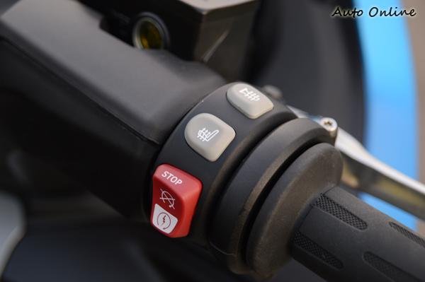 雖然是運動版本車型,但如手把加熱等功能還是齊備。