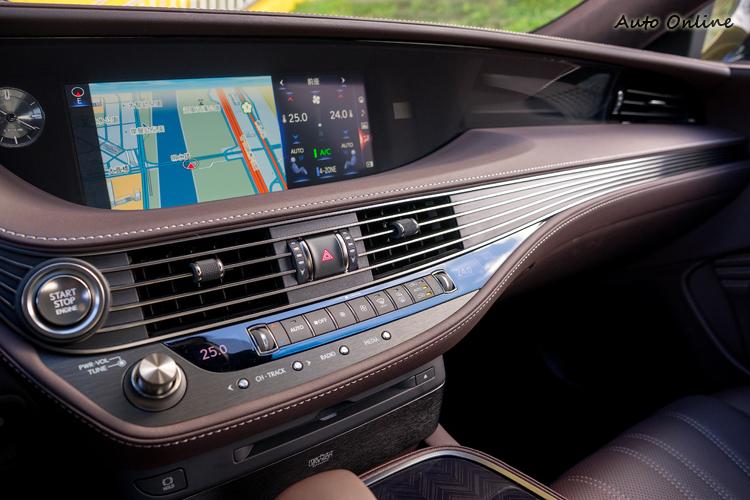 四區恆溫空調與高質感的控台飾板。