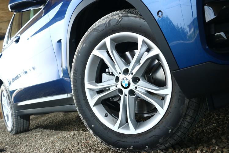 扁平比的輪胎更時候越野使用,這樣能降低碰傷鋁圈的危險。