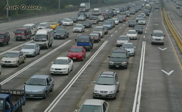 逢年過節最讓人害怕的莫過於大量的車潮。