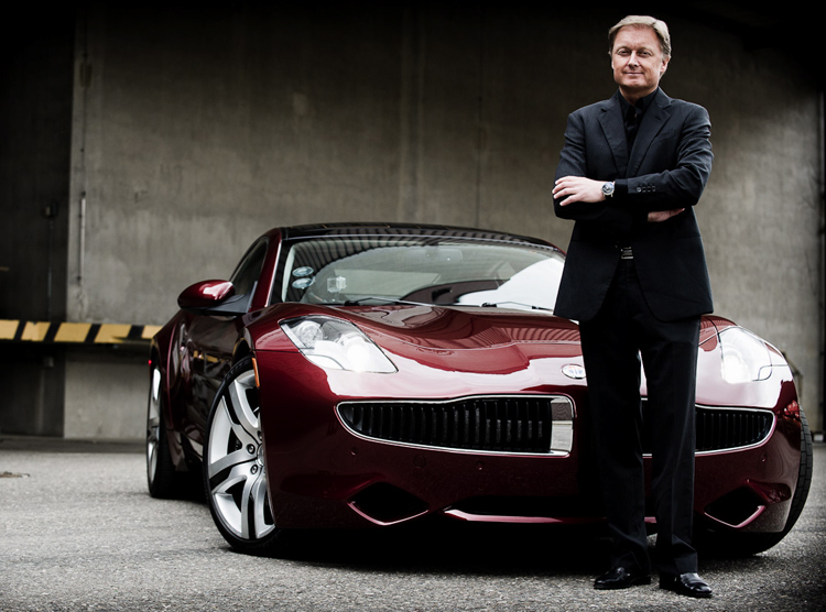 此情此景恐成絕響。FISKER汽車創辦人Henrik Fisker與其設計的FISKER Karma。