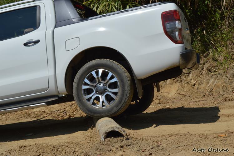 面對崎嶇地形或長途涉水,Ranger的底盤實用都讓人放心。