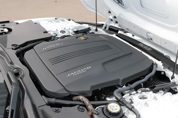 動力採用一具2.0升四缸渦輪增壓引擎,可爆發出300匹最大馬力與40.78公斤米最大扭力。