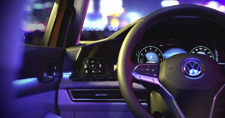 座艙大幅採用智慧觸控式面板,同級唯一全車系標配Digital Cockpit Pro 10.25 吋全邏輯數位化儀表,搭配數位觸控燈組制面板。