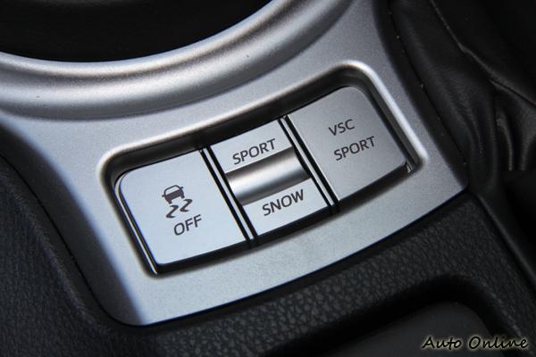 自排款中有兩種行路模式可以選擇,高手還可以把VSC系統給關掉。