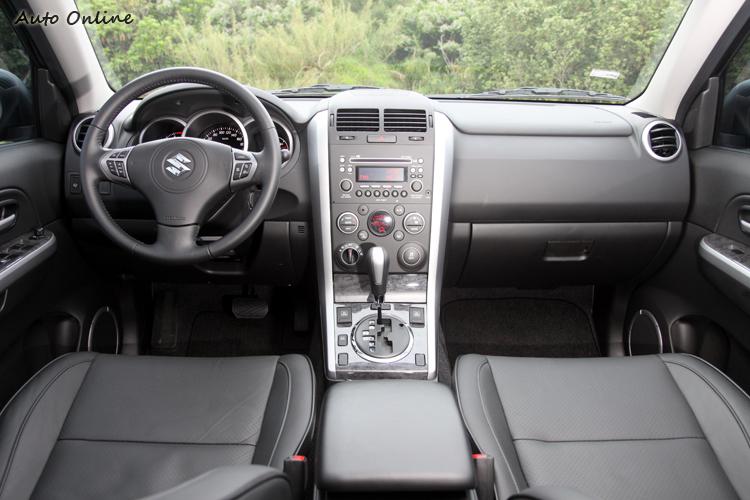 直線基調的簡潔駕駛介面。