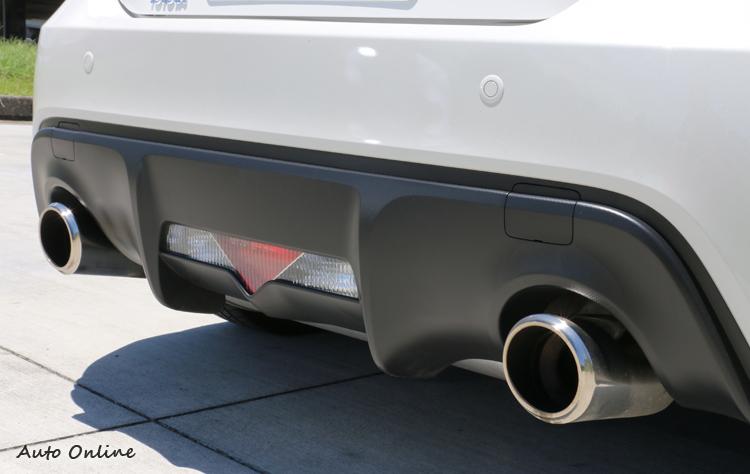 車尾造型相同,下方的擴散片外界評價不俗。
