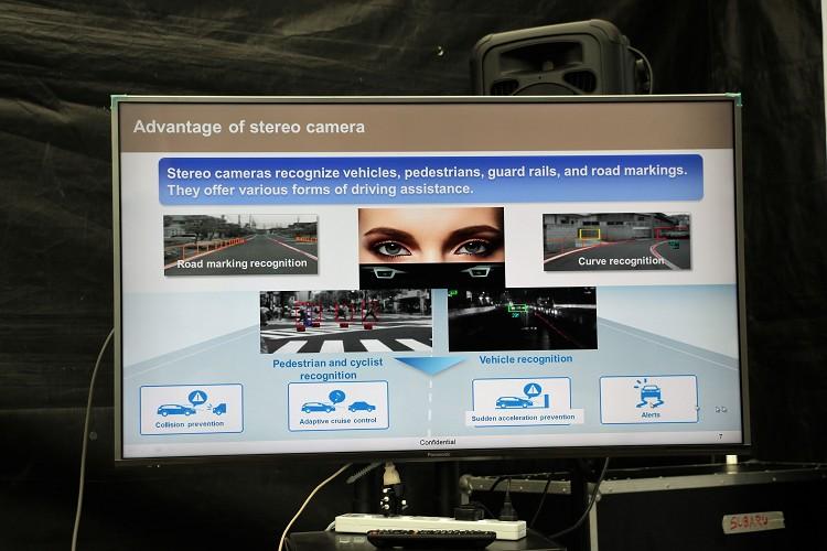 利用雙攝影鏡頭擷取的影像,能精確判定形狀、速度、距離,不只能辨識車輛,也能辨識摩托車、腳踏車及行人。