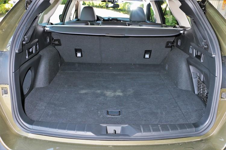 標準配置下有561公升容積,將後座椅背傾倒之後則有1,091公升,徹底利用原廠表示則可達到1,750公升。