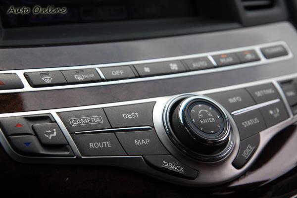 質感相當高級的控制介面,內藏許多全新科技。