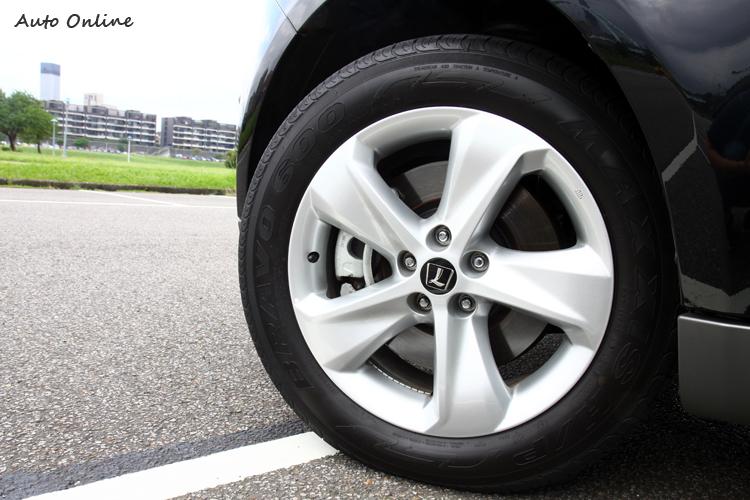全新造型18吋鋁圈,輪胎規格為235/55R18。