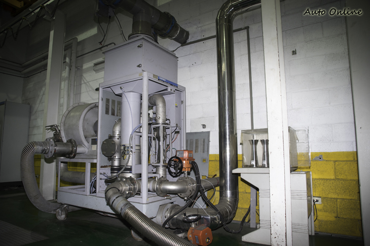 不同引擎車所排廢氣會經不同管路來被收集。