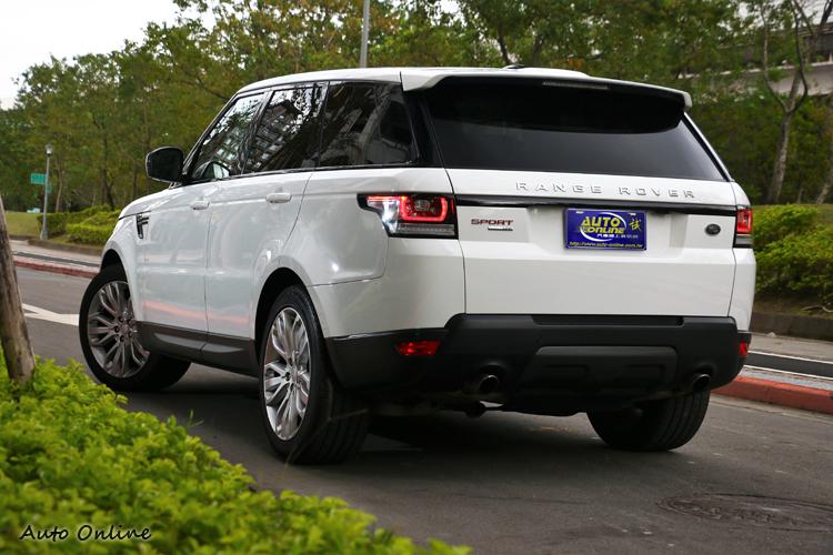 Range Rover又可衍生出Range Rover、Range Rover Sport、Evoque以及即將推出的Velar,又豪華又運動既屬Range Rover Sport。
