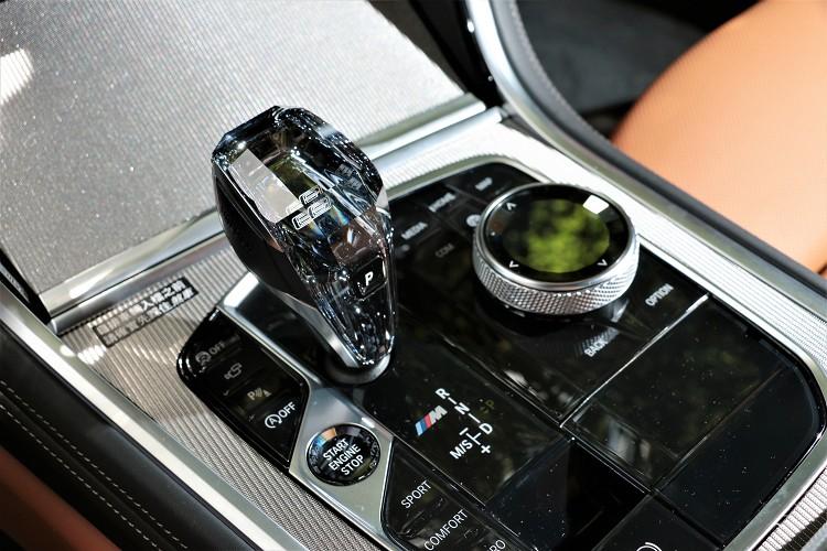頂級水晶中控套件質感一流。
