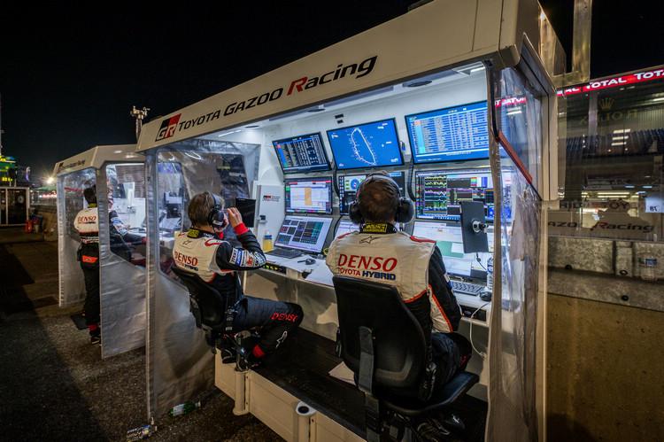 耐久賽考驗車手的技術,也考驗車隊的應變能力。