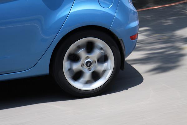 透過全新的活化式矽膠聚合物胎面配方,MC5成功解決了操控和舒適這兩項輪胎天性上互相衝突的特性。