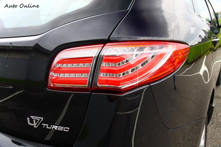 全新造型尾燈,內崁入全LED作為光源,車尾銘牌正式改名為U7 Turbo。