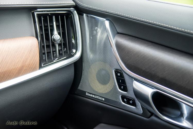 具19 支揚聲器的Bowers & Wilkins 音響系統(PRO車型)。