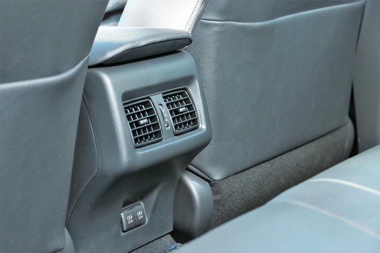 坐進後座有種來到大型房車的感覺,軸距拉長後始後座可用空間增加。