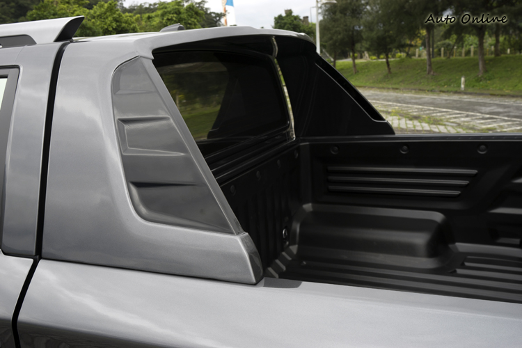 豪華車型在D柱還有飾板點綴。