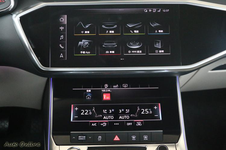 中控台分別搭載10.1吋與8.8吋兩具觸控式螢幕,兩個儀表板分別提供不同功能。
