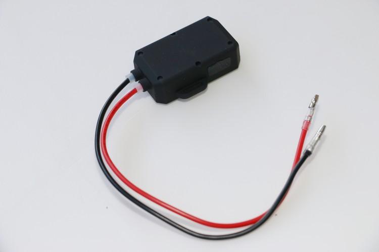 變壓器看起來雖然簡單,不過同樣有防水設計,而且還額外預留一套USB供電孔,類似的單品單獨購買一般至少都要價幾百元跑不掉。