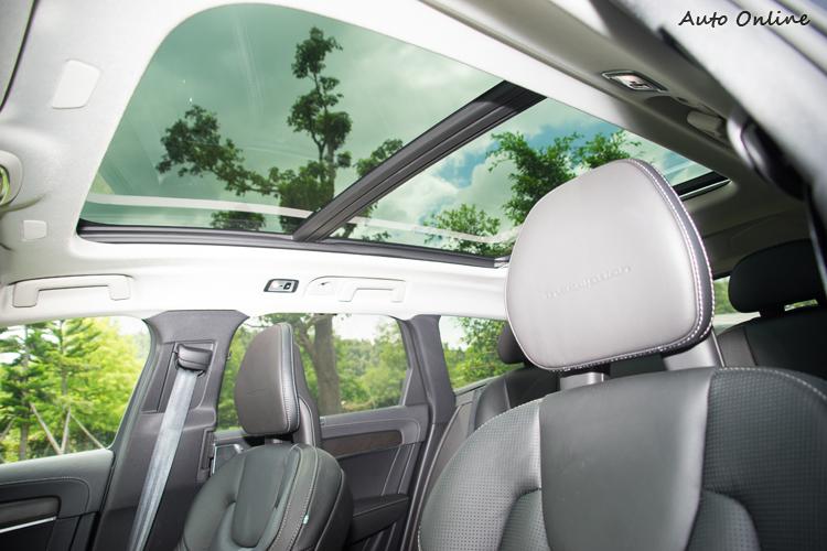 全景電動天窗前半段可開啟(PRO車型)。
