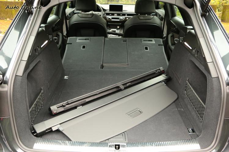 拉簾遮板有電動伸縮設計,座椅前傾後的空間也為它的實用機能大大加分。