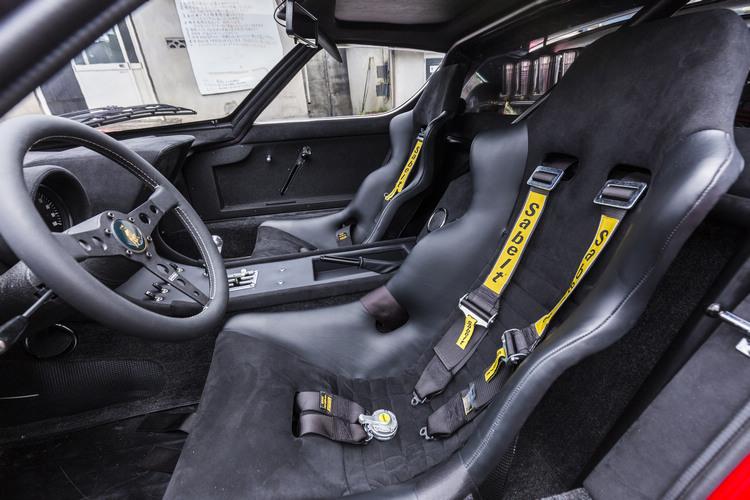 這輛車為了忠實呈現原貌,所有改裝都與Jota相同,唯一改變的地方是換上四點式安全帶、賽車座椅和可拆式防滾桿。