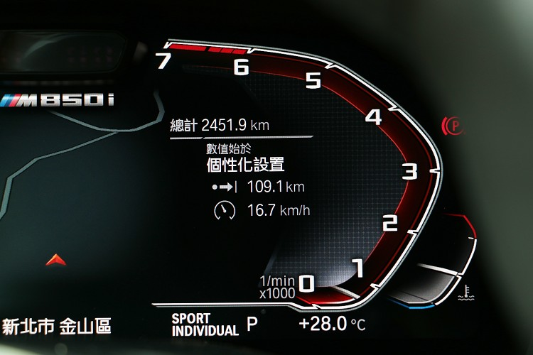 BMW突破傳統轉速表改用逆時針。