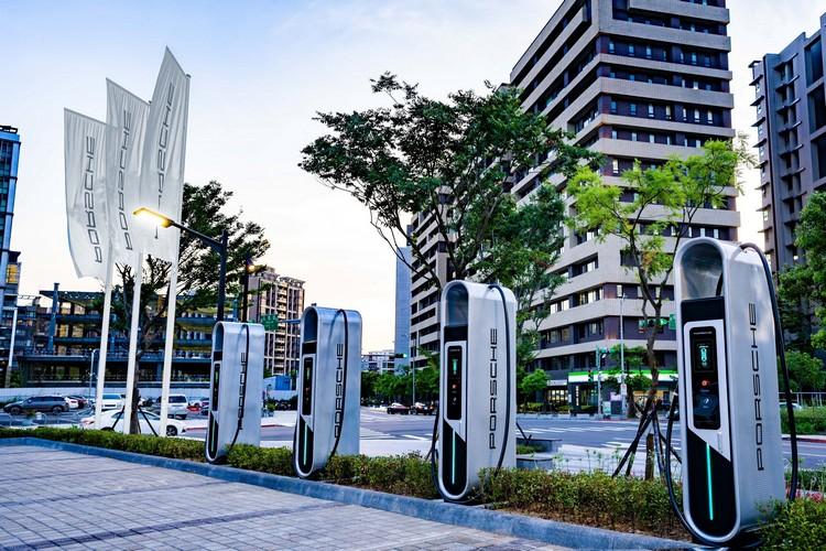 台灣保時捷展開Porsche Turbo Charging高速充電站的建置計畫,設置地點包括保時捷授權經銷服務體系。